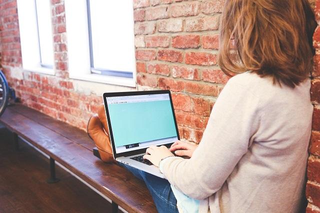 امرأة استراتيجية التخطيط فيسبوك لايف
