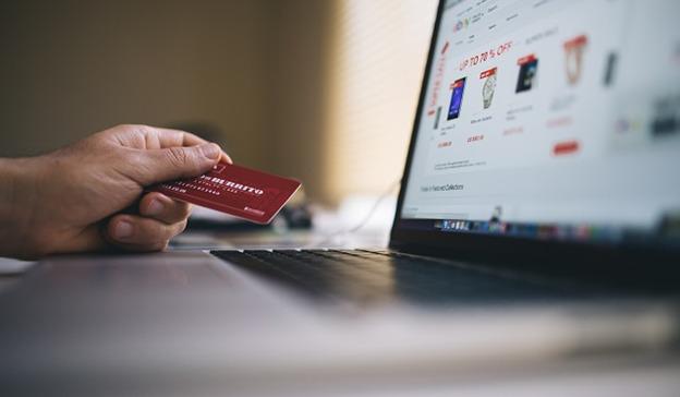 أرباح التجارة الإلكترونية وبطاقات الائتمان