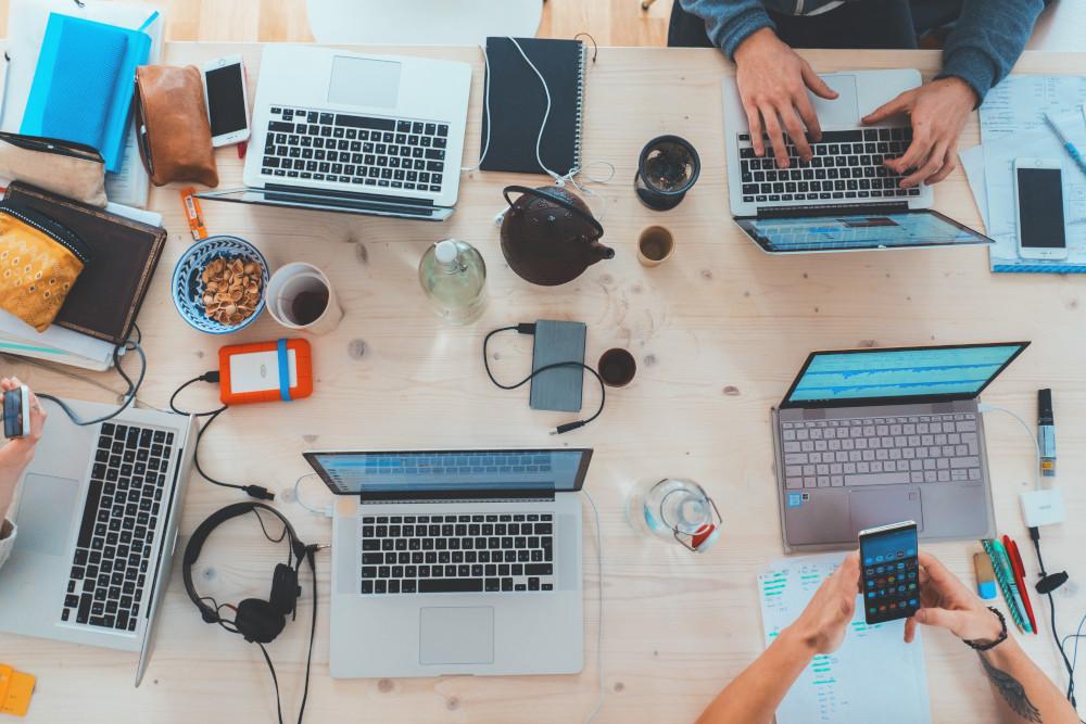 العمل الحر عبر الإنترنت المستقل لابتوبات