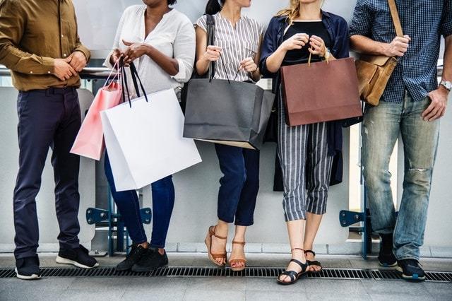 تسوق العملاء في الجمعة السوداء