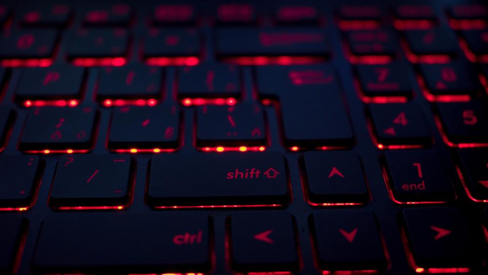 تطور التكنولوجيا كيبورد أسود