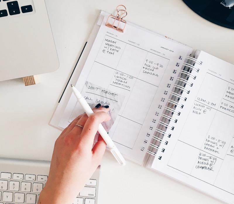 تقويم سنوي قلم دفتر