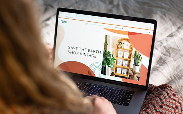 ساعد عملائك على بيع منتجاتهم عبر الإنترنت